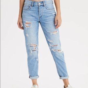 NWT American Eagle Ripped Boyfriend/Tomgirl Jeans